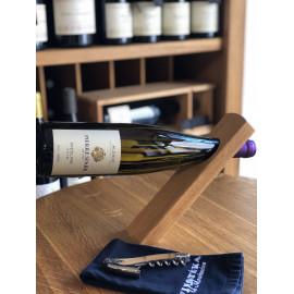 Dřevěný stojan na víno